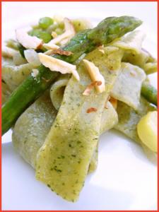 Tagliatelle-al-basilico-con-asparagi-vegan