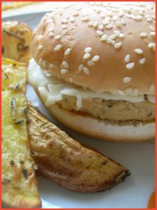 hamburger-vegetali-di-soia-e-ceci-con-patate-giganti-a-spicchi-vegan
