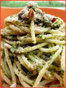 spaghetti-al-pesto-di-broccoletti-vegan